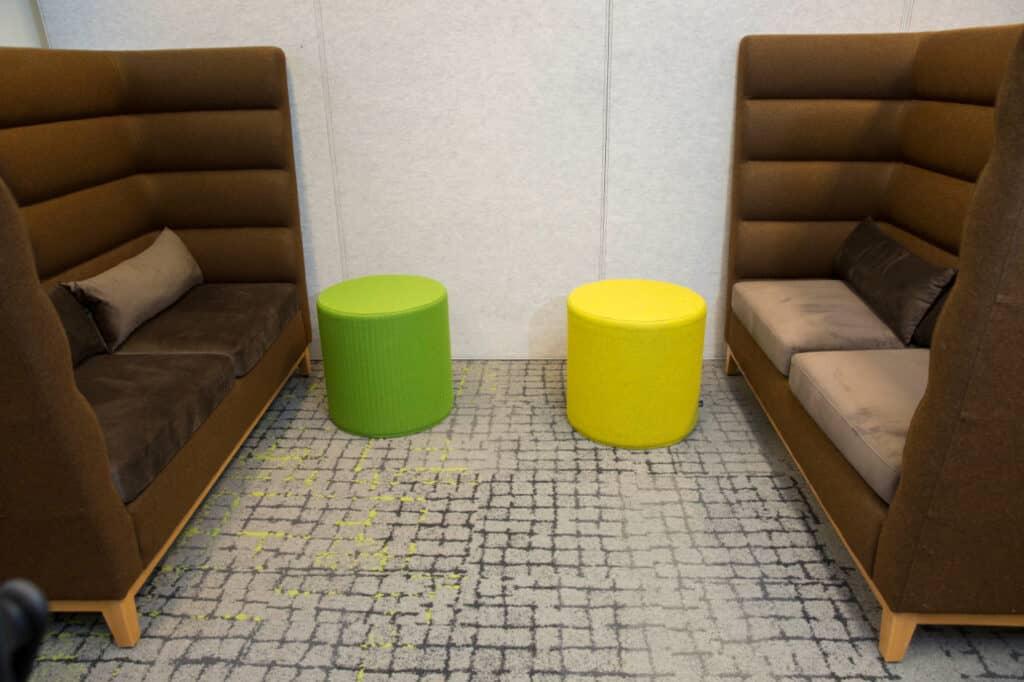 Projecttapijt vloer in een kantoor